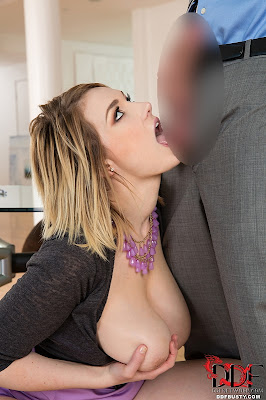 Siri_Titty Fucks With Her 32Hs_1