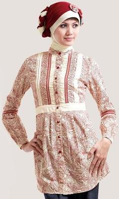 Foto Baju Muslim warna merah garis garis