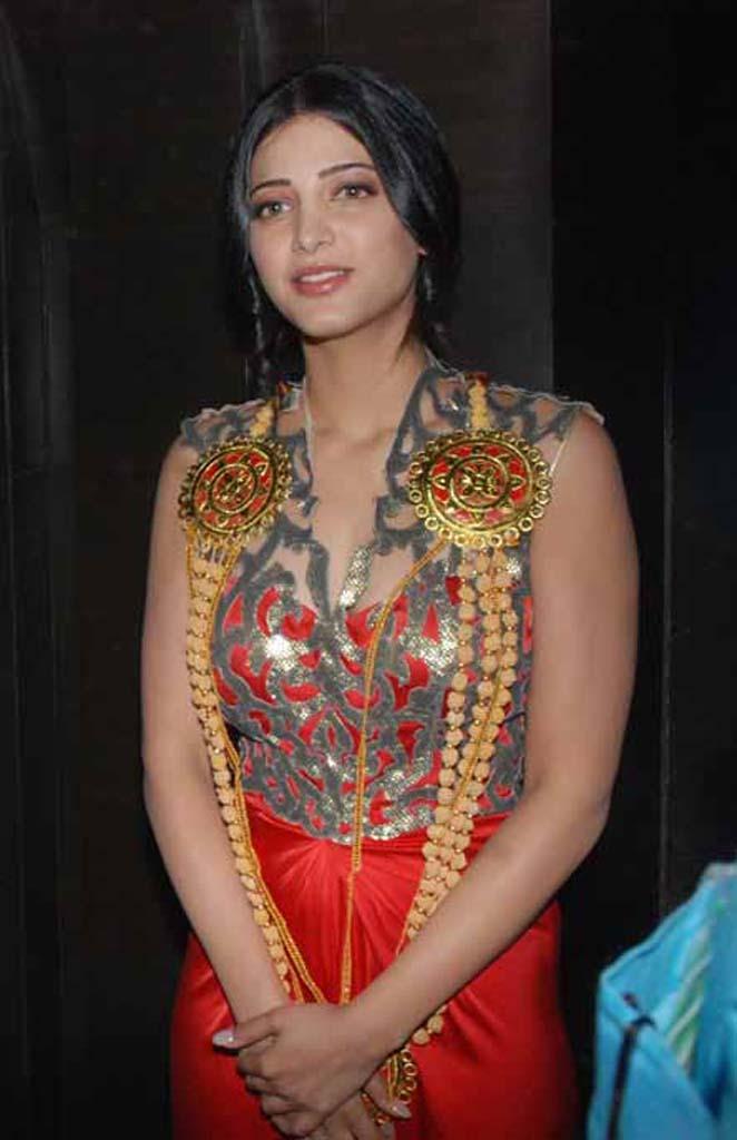 Shruti Hassan Hot Photos:
