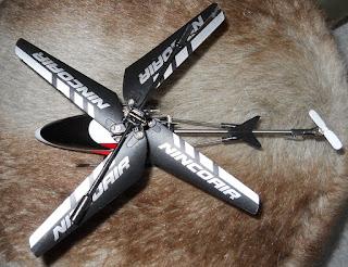 helicoptero de vuelo en interior