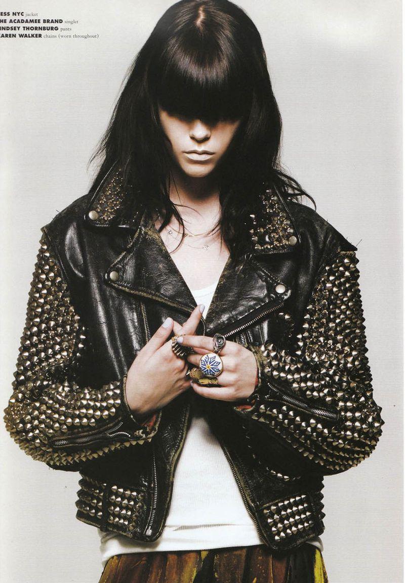 Фото девушек в кожаной куртке с шипами