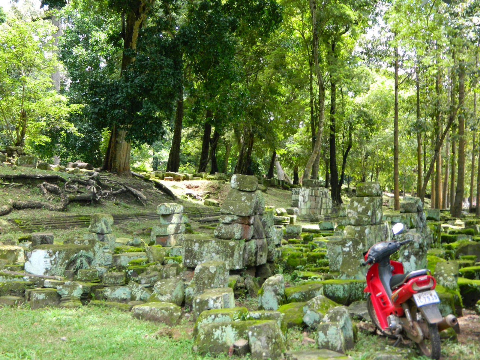 The ruins near Bayon