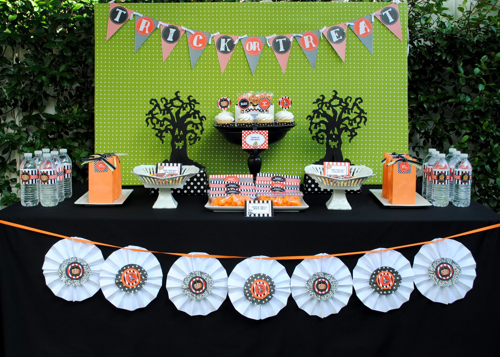 Halloween birthday party decoration ideas - Halloween Party Tablescape