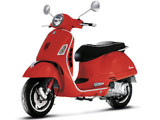 2013 Vespa GTS 300ie Super scooter pictures 2, size 1600x1200 pixels