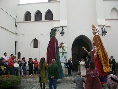 10 D'OCTUBRE DE 2010 - ELS GRALLERS DE LA LLACUNA TOQUEN, PELS GEGANTS DE MASQUEFA, EN UN CASAMENT