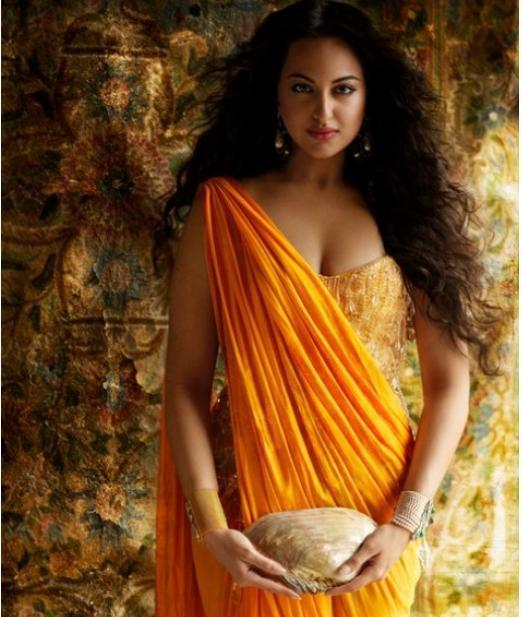 Sonakshi Sinha Hot Cleavage Photo