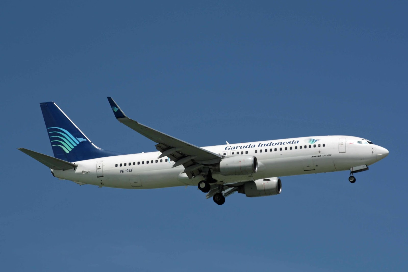Foto Gambar Pesawat Terbang Angkutan Penumpang Garuda Indonesia Airways