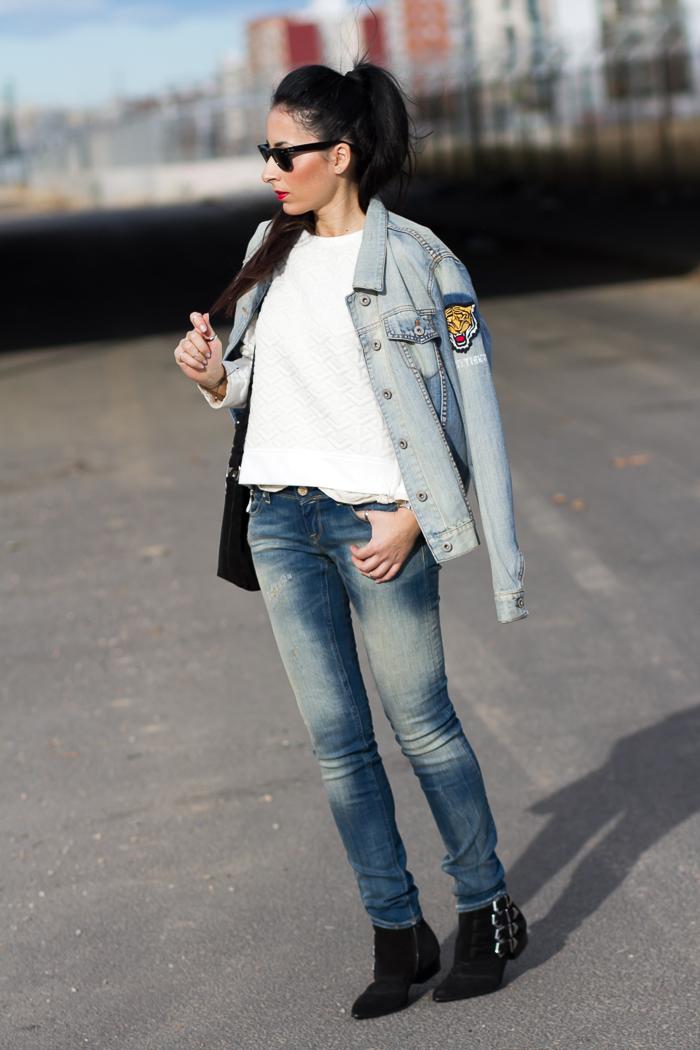 Streetstyle estilo casual denim jeans Push Up modelo Monie de Meltin' Pot Bloguera de moda With Or Without Shoes