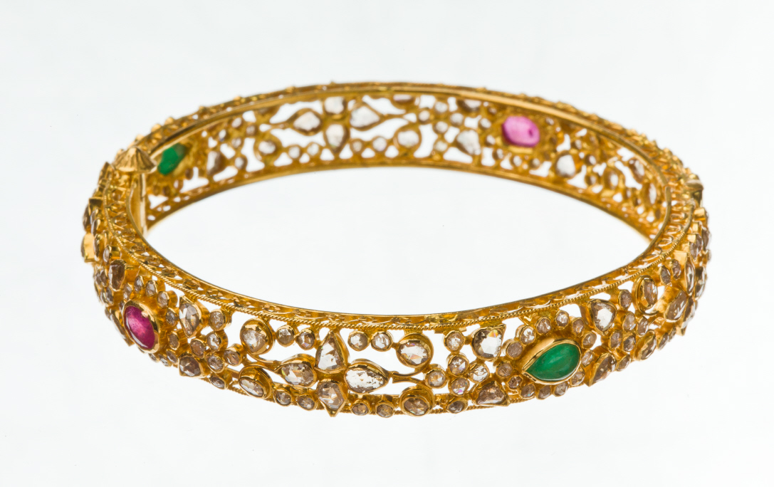 Simple diamond necklace set