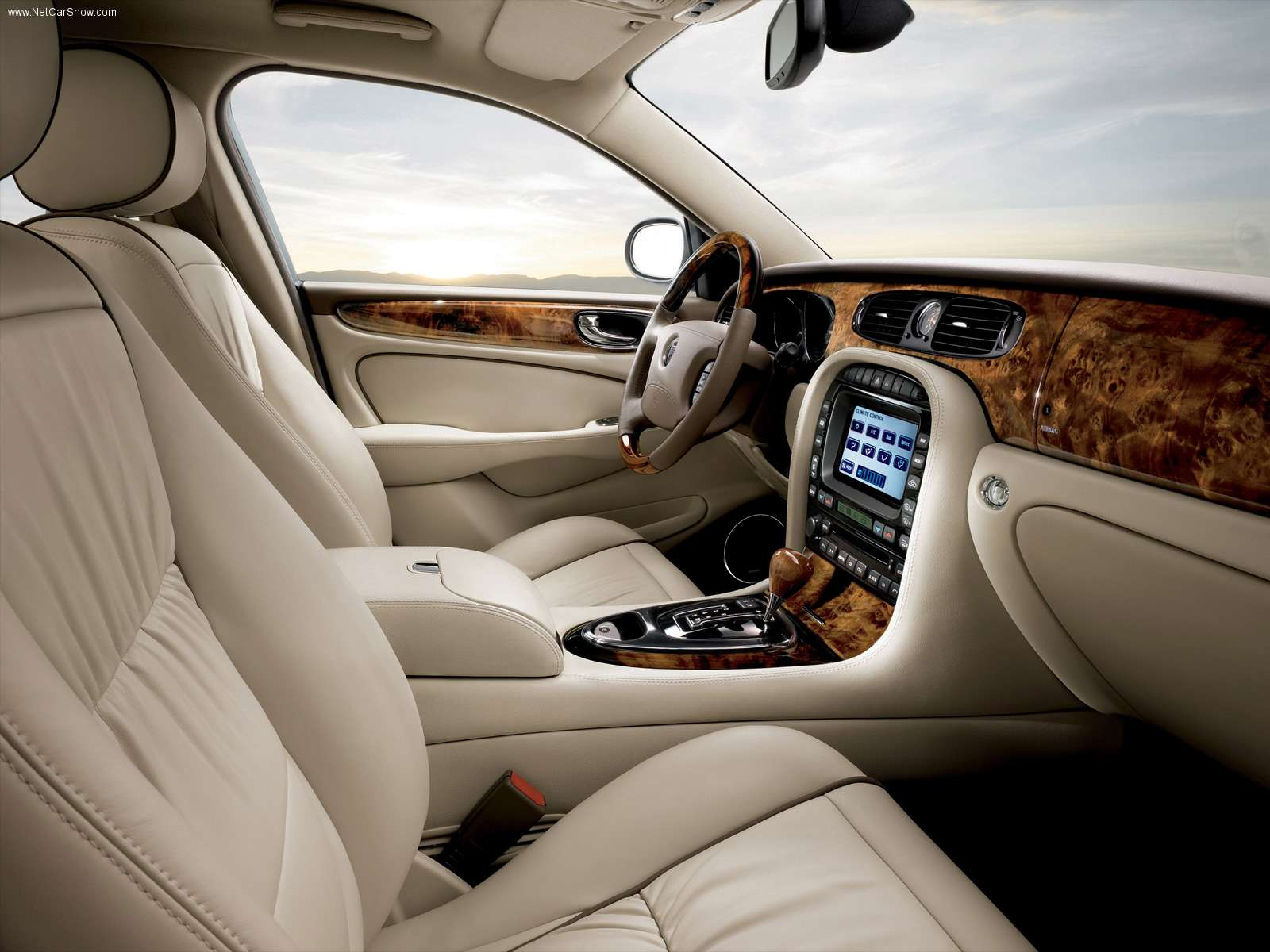 unique interior jaguar xj a dream car. Black Bedroom Furniture Sets. Home Design Ideas