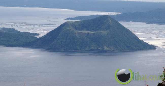 9. Taal Volcano, Filipina