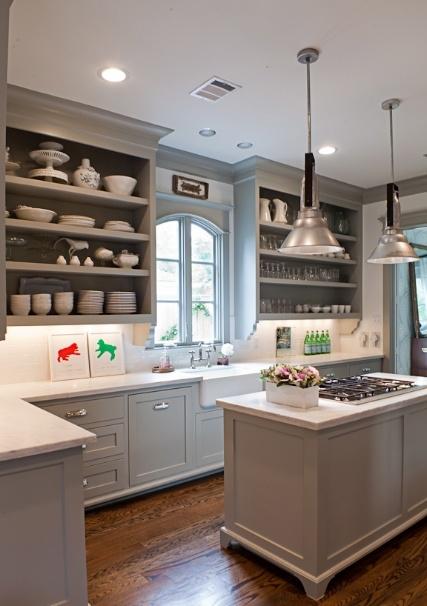 Hus i skogen: grått kjøkken inspirasjon