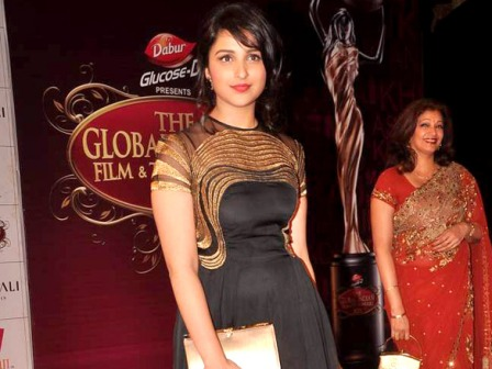 Parineeti Chopra in black dress - Parineeti Chopra at Balaji Global Indian Film &amp; Television Honors 2012