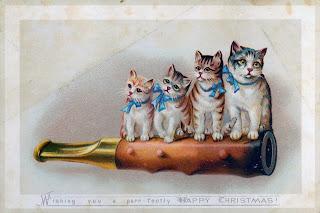Imagen: cuatro gatitos sobre un silbato
