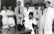 Jepang menyatakan menyerah tanpa syarat kepada sekutu pada tanggal 14 . (presidensoekarno)