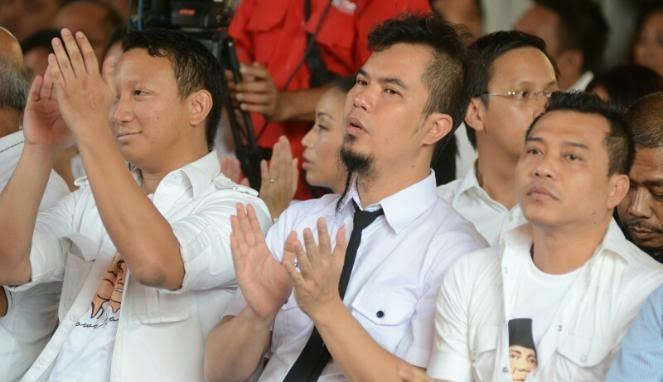 Ahmad Dhani Dukung Prabowo Bersama Anaknya