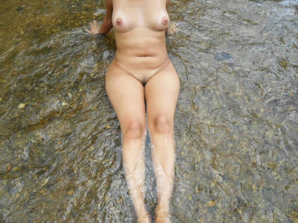 Safadinha pelada no rio 12