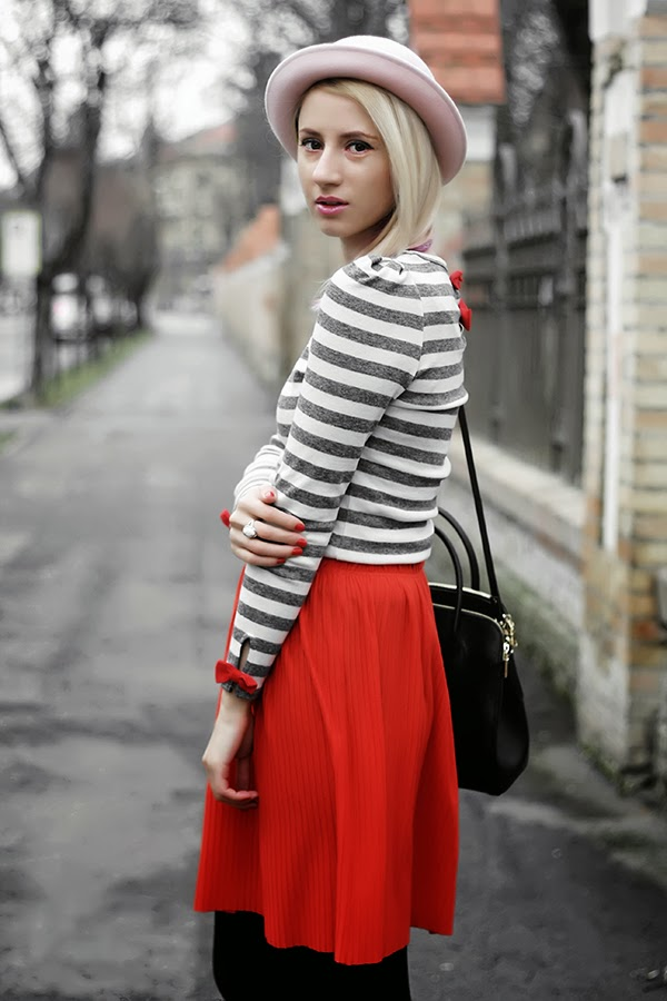 stripes red bow
