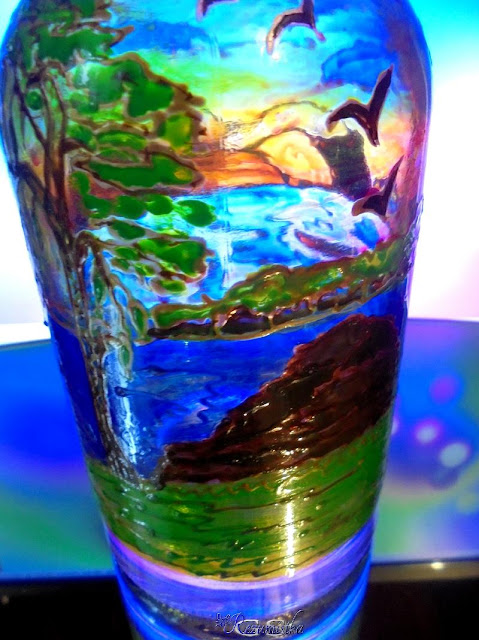 рисунок контурами и красками на бутылке