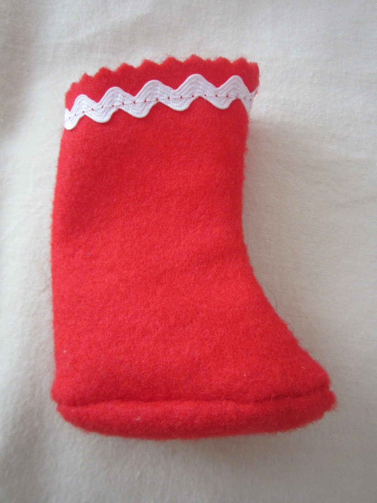 mis nancys, mis peques y yo, disfraz duende de navidad fieltro botas detalle