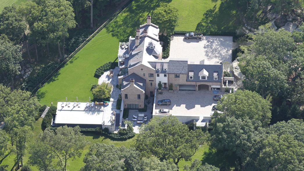 Tom brady and gisele b ndchen 39 s mega mansion in brookline Tom brady gisele bundchen brookline house