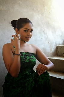 Nirosha Thalagala sexy