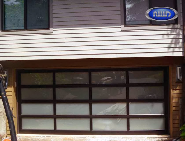 Garage door with modern and classic style