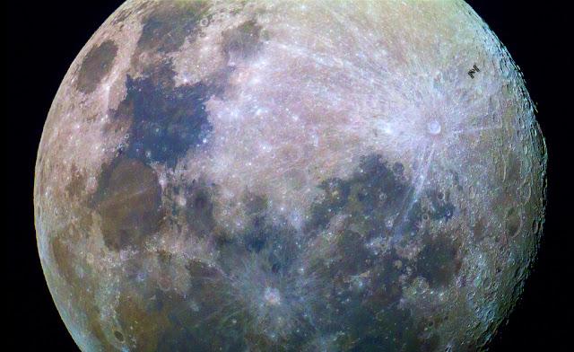ISS và Mặt Trăng đầy màu sắc. Tác giả : Dylan O'Donnell.