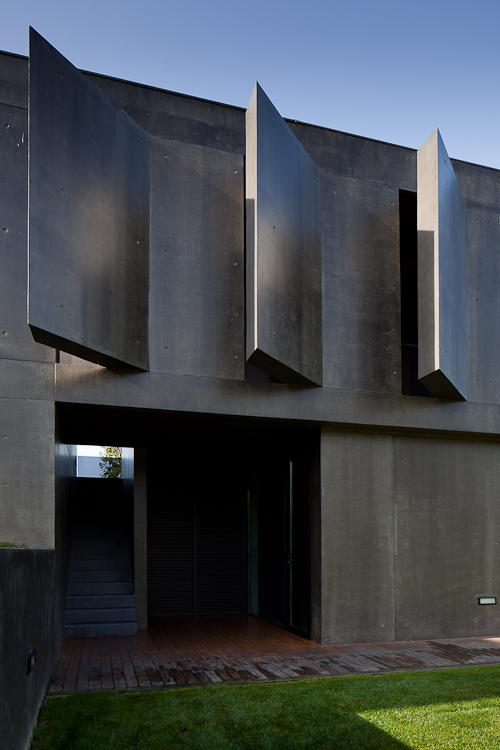 Facade of Black Concrete House by Pitagoras Arquitectos