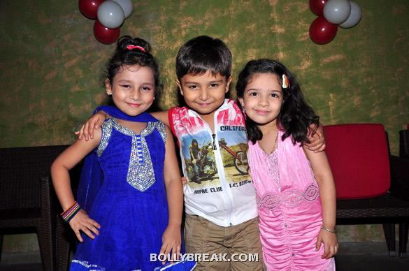 Palak, Divyam Dama, Dhriti Mehta - (7) - TV serial 'Punar Vivah' celebrates successful 100th Episodes