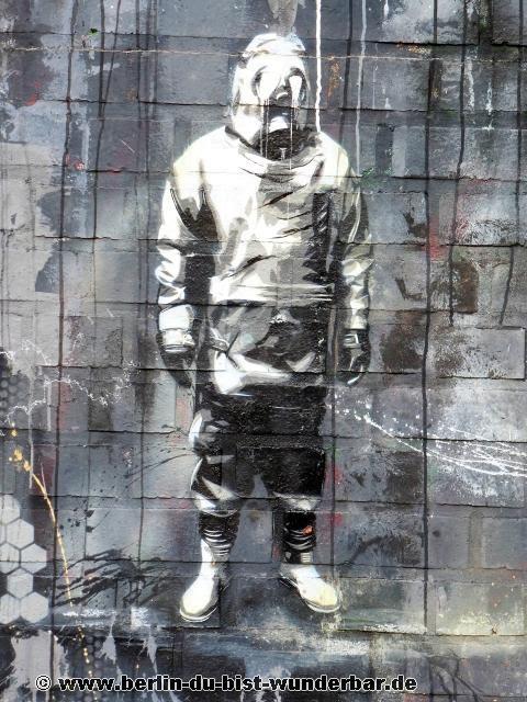teufelsberg, Abhoerstation, berlin, verlassene, US, militaer, Plotterrobboter KEN, streetart