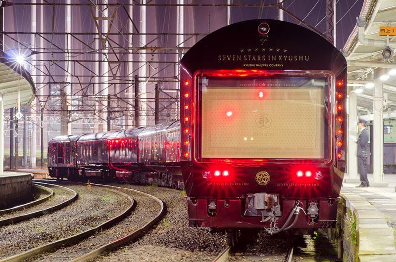 "Class DF200 type 7000 + Coach for ""SEVEN STARS in KYUSHU""  At Kagoshima Sta."