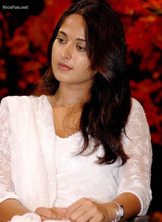 Anushka Shetty Hairstyle Photo Gallery