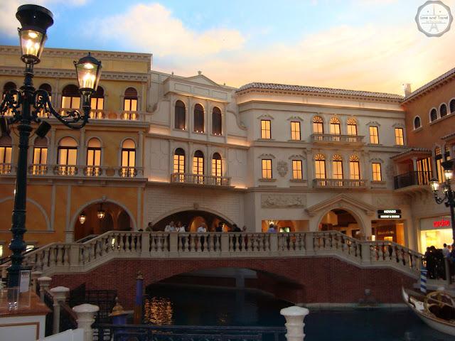 The venetian las vegas gondolas