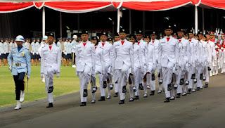 Foto Upacara Bendera Hari Kemerdekan Indonesia yang ke 70 di istana negara pada tanggal 17 Agustus 2015