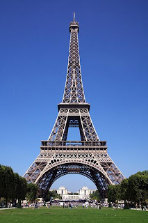 Places to visit in france latest job opportunities in for Places to stay near eiffel tower