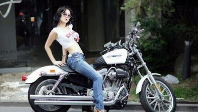 Sexy_korean-model_with-Motor-Bicycle