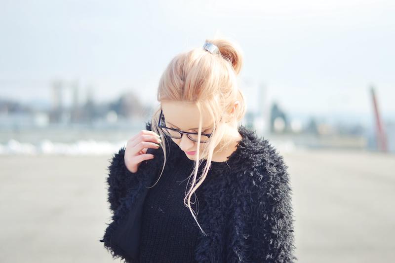 Outfit_schwarze_Felljacke