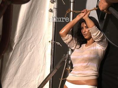 Ким Кардашиян брюнетката с пищно дупе