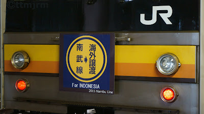 インドネシアへの譲渡を記念したヘッドマークを掲出する205系ナハ39編成