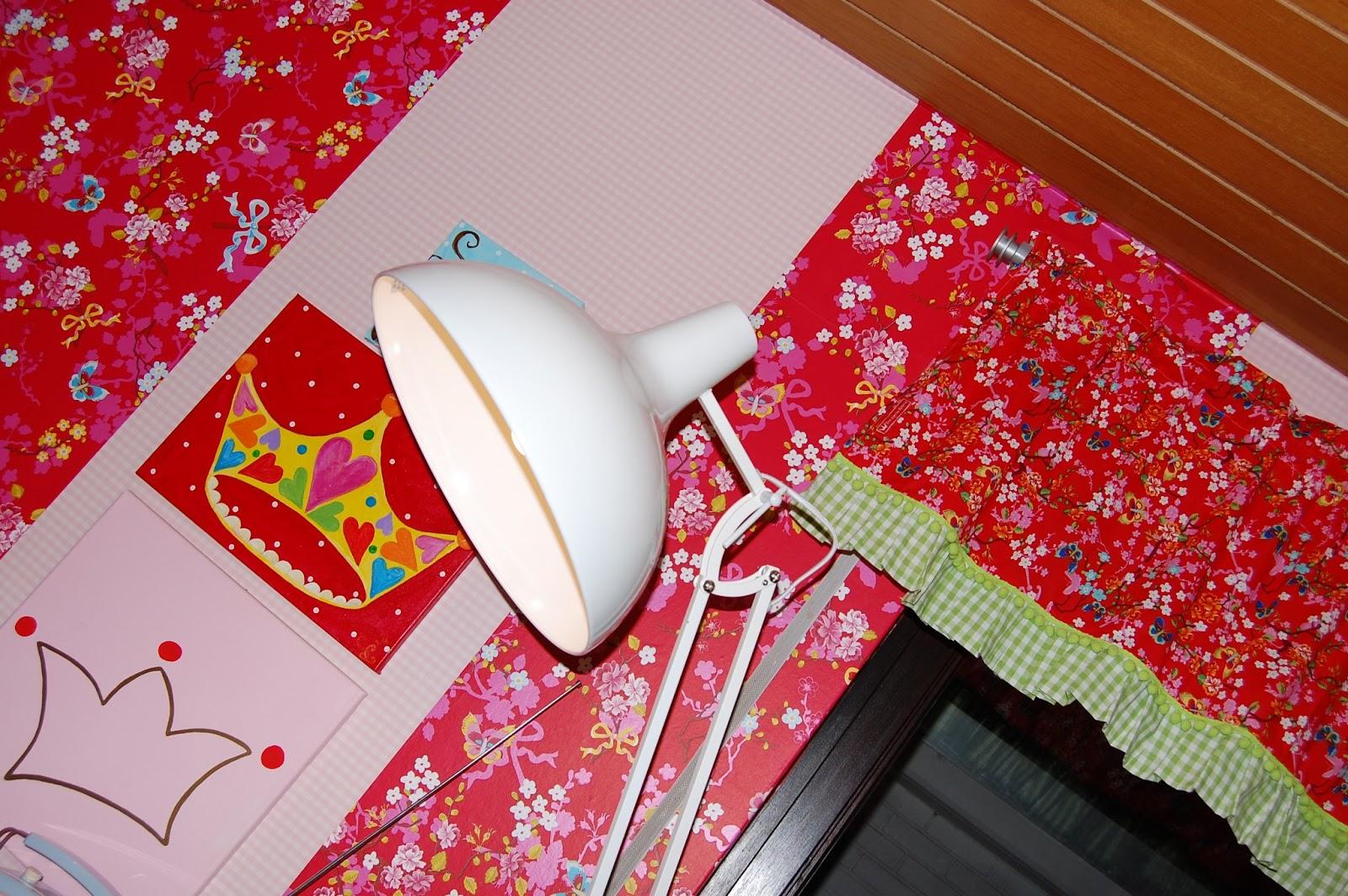 die kleine krone ganz sch n bunt neue gardinen. Black Bedroom Furniture Sets. Home Design Ideas