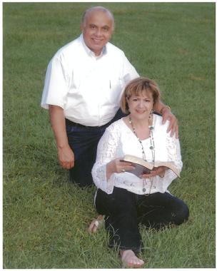 Ministro Alfredo y Maestra Maria Lourdes Galo