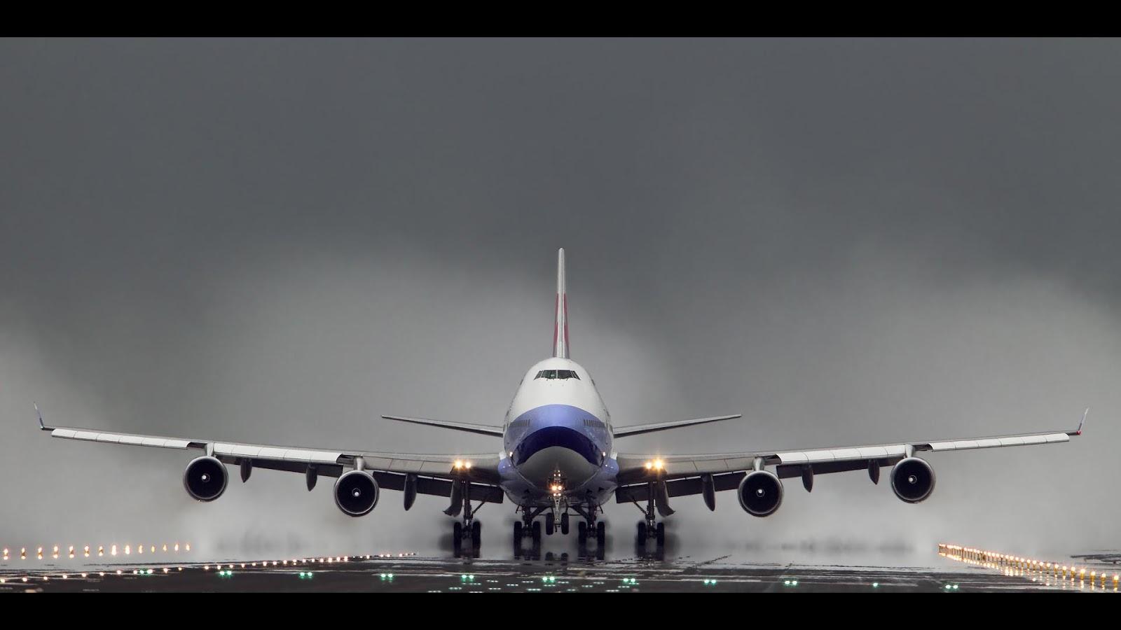 Boeing 747 B 18208 Departing