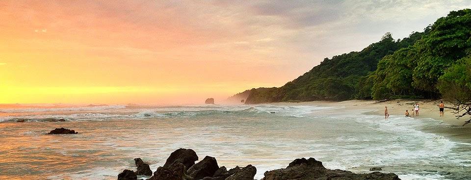 Atardecer en Playa Santa Teresa, Península  de Nicoya, Costa Rica.