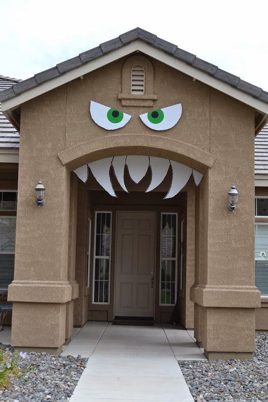Be different act normal monster house halloween for How to decorate your house for halloween