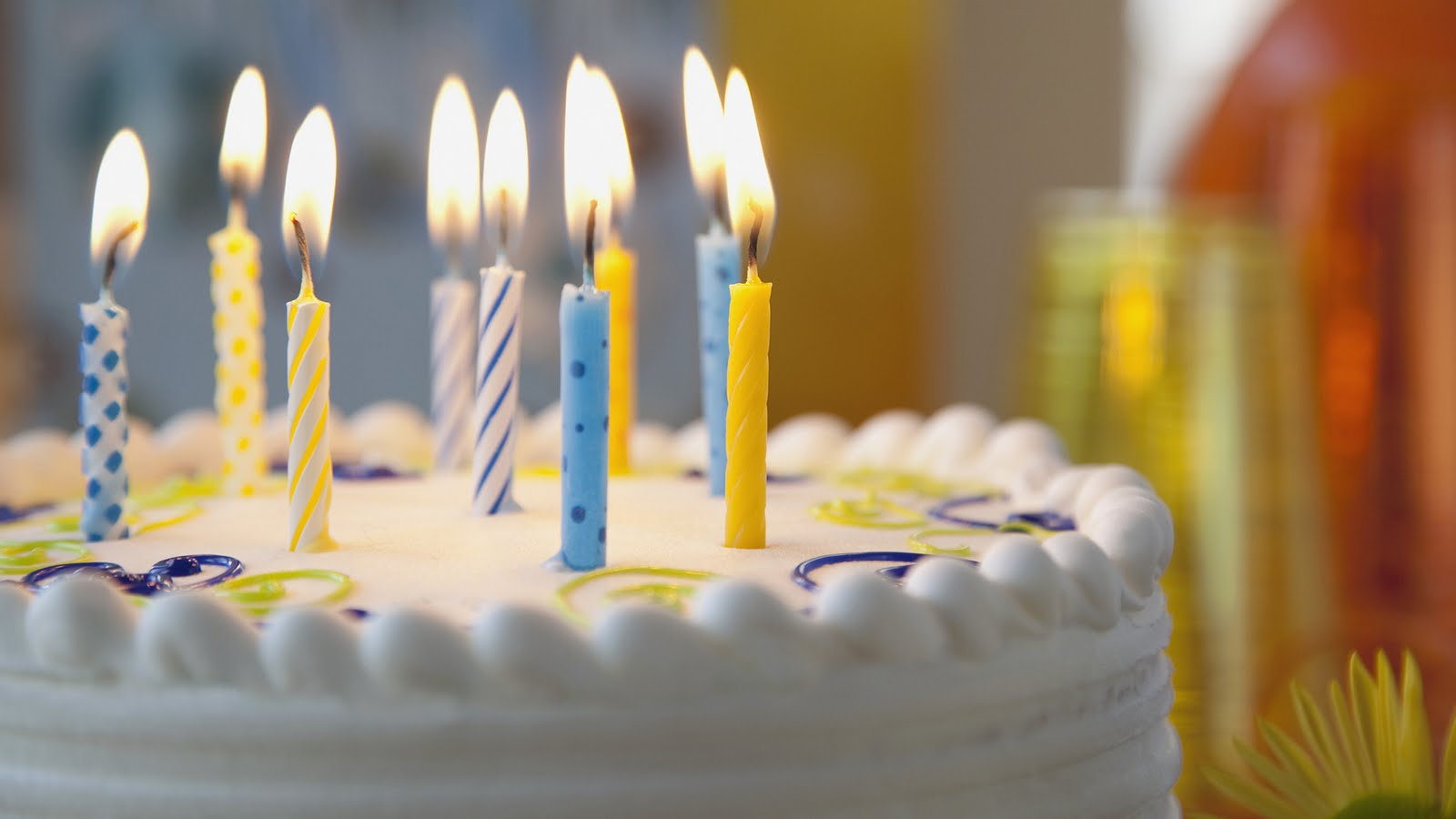 http://3.bp.blogspot.com/-W1zk6TGR1C0/TiHLV0FybvI/AAAAAAAAA0g/0J0bFketA04/s1600/happy-birthday-to-you-1080p-hd-wallpaper.jpg
