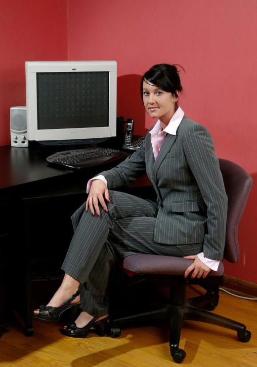 http://3.bp.blogspot.com/-W24e_GzzEoY/ToNhjgMzPuI/AAAAAAAABks/J15Ls5N4tcQ/s1600/Exclusive-Office-Dress-for-Indian-Girls-520x740.jpg