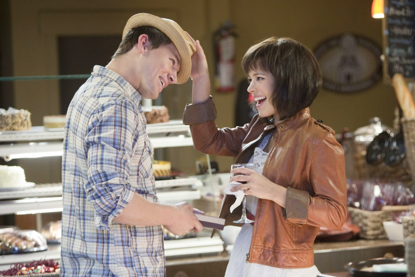 http://3.bp.blogspot.com/-W27pw7ky2BY/T2wvu2zULqI/AAAAAAAACKQ/2un0w9LaWLA/s1600/Channing-Tatum-and-Rachel-McAdams-in-The-Vow-2012.jpg