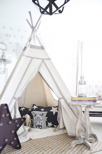 girlystan 10 objets de d co obligatoires pour la chambre. Black Bedroom Furniture Sets. Home Design Ideas