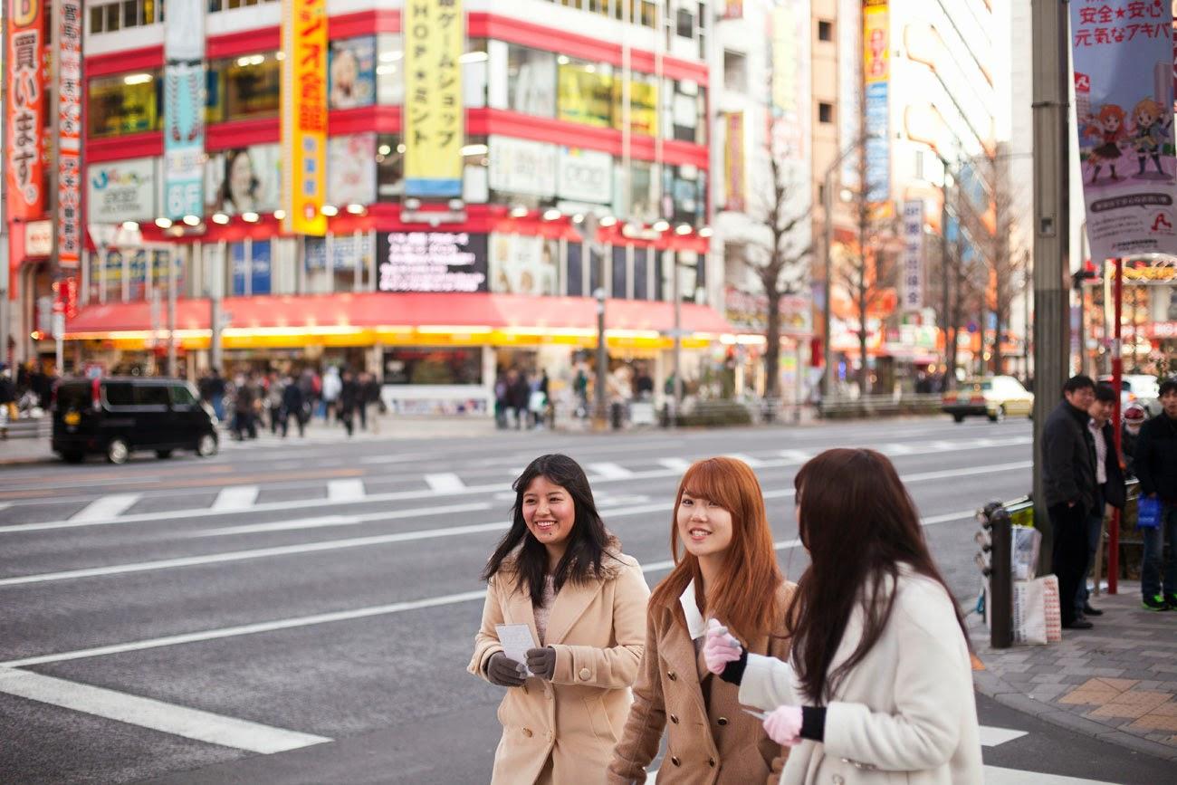 Amigas japonesas en Akihabara